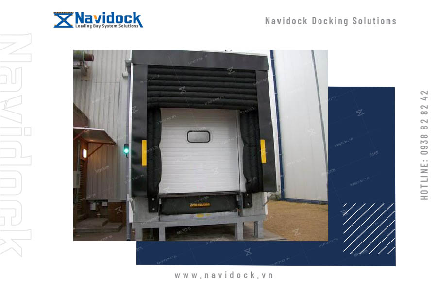 inflatble-dock-shelter