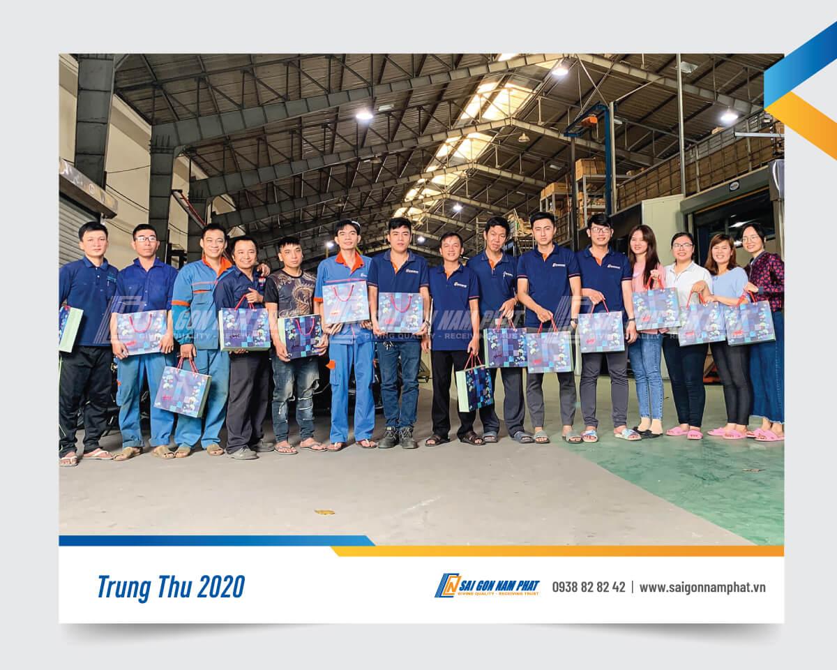 Xưởng sản xuất Sài Gòn Nam Phát nhận bánh Trung thu