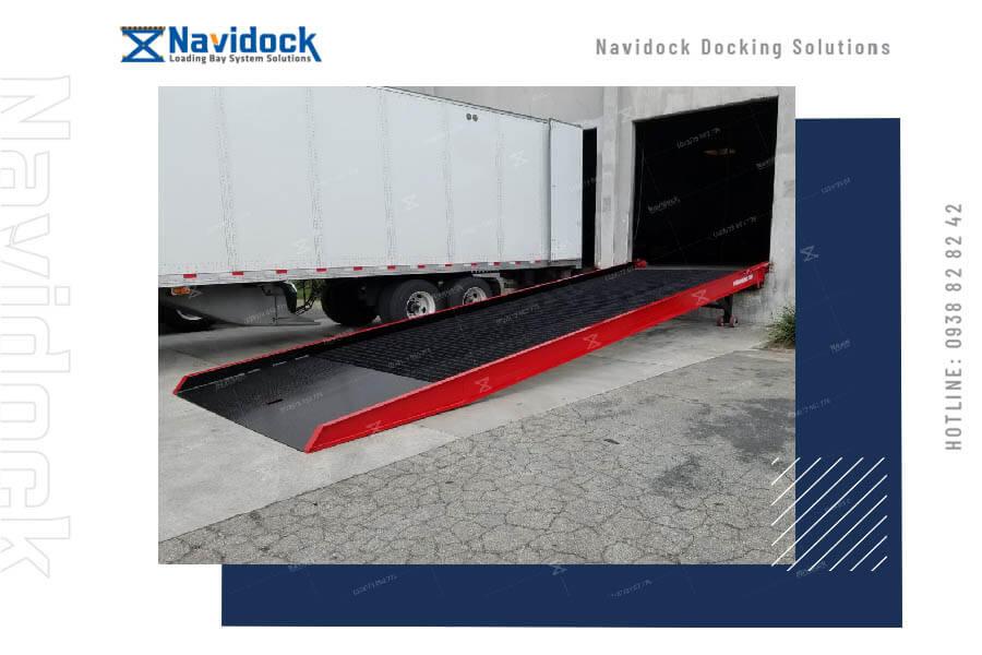 ung-dung-cau-cau-dan-len-container-navidock